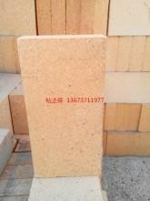 粘土砖热膨胀系数小,抗热震性好,在850℃时的水冷次数一般为